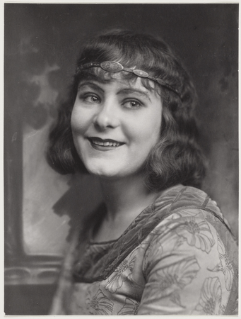 Sara Heyblom as Emilia