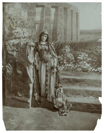 Viola Allen as Imogen